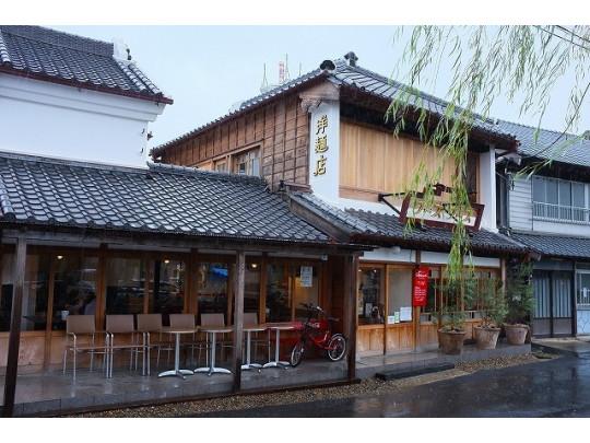 小江戸情緒漂う古民家を改装したオシャレなお店。江戸時代の蔵もそのまま個室として利用できます。