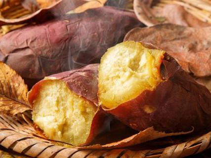 神崎町のおいしいさつま芋の食べ比べセット。 べにあずま・べにはるか・シルクスイート・ちば紅の、4種類の中からその時の在庫状況などにあわせて2種類をお届けします。
