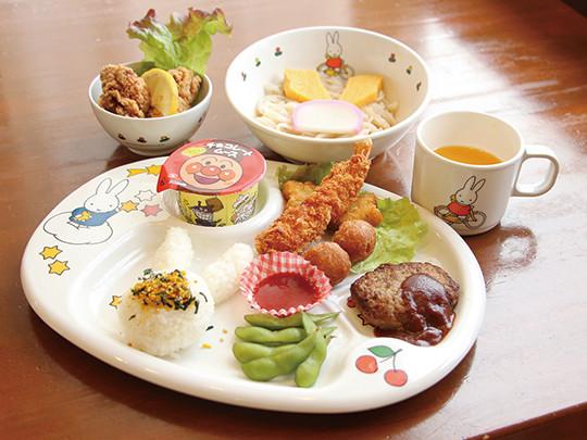 夏季限定 ばくだん翡翠麺 1,180円(税抜) ほうれん草を練りこんだ翡翠麺と、マグロ・納豆・オクラ・トロロなどを一緒にとれるヘルシーで栄養価の高い一品です。 夏バテ防止にいかがですか?