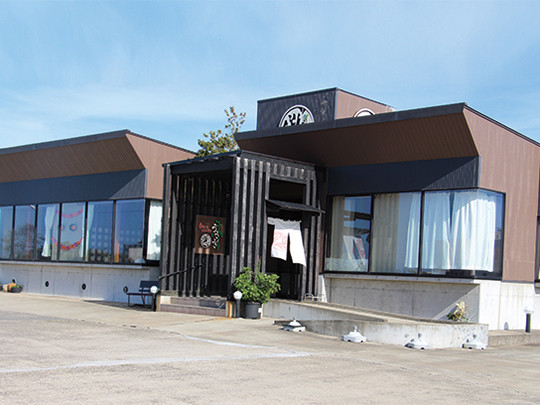 いも豚カツ丼 980円(税抜) 麺セット1,280円(税抜) 柔らかく旨みと甘味のあるいも豚を使った「いも豚カツ丼」は、食欲をそそる上品ない味わいです。