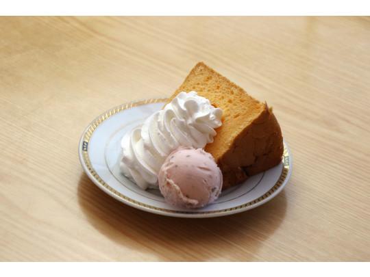 シフォンケーキ(プレーン) 380円 バニラアイス付き