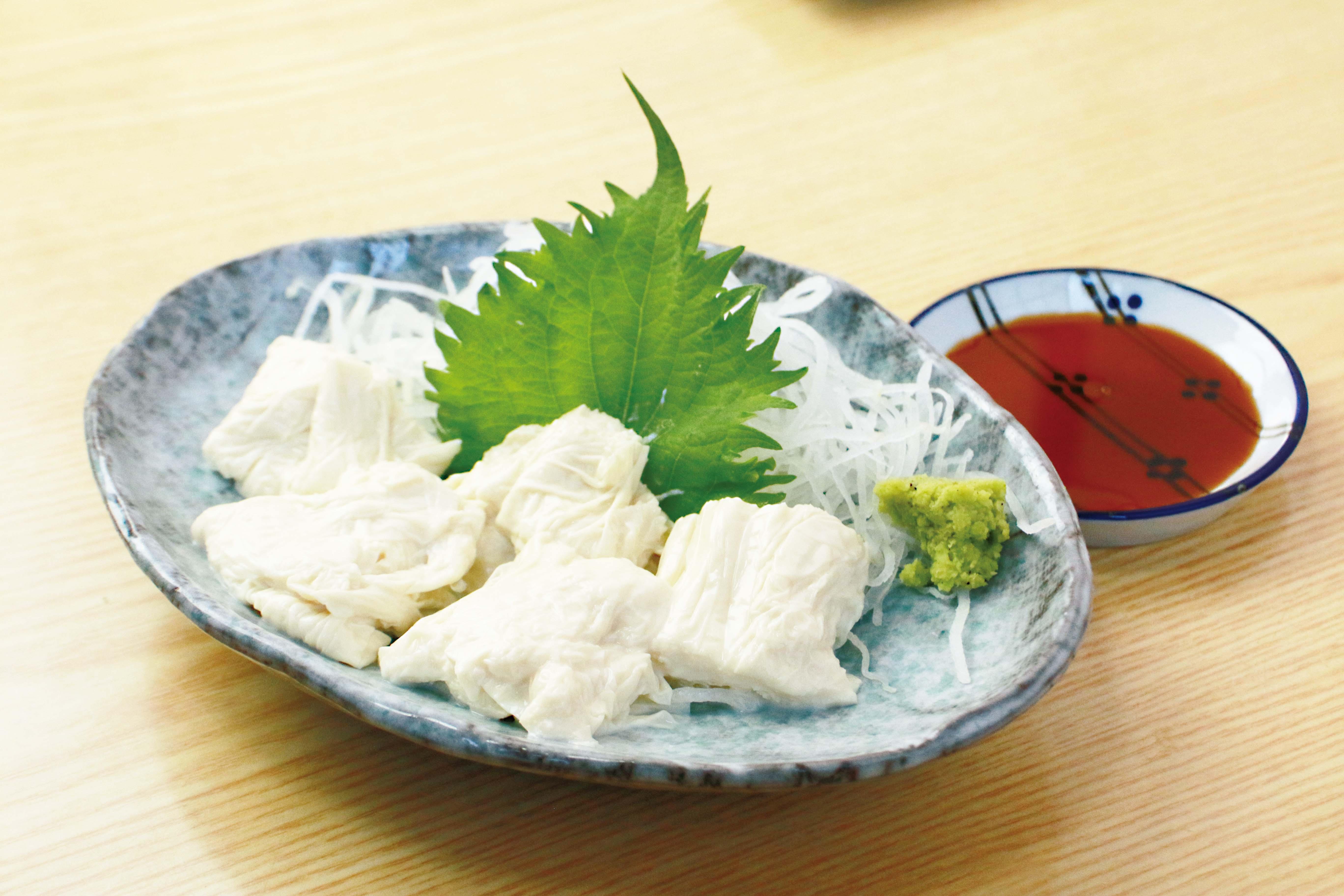 生湯葉の刺身 680円 濃厚な味わい。つまみに大人気!