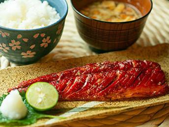 飯田商店の大人気、骨取り漬け魚シリーズ5種セット 創業100年の飯田商店だから作れるこだわりの逸品です。骨取りだから子供から大人まで安心してお召し上がり頂けます。