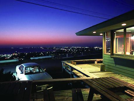 日本夕日百選の宿に選定されたお店 レストランからは九十九里が一望! 離れには宿泊施設があります。
